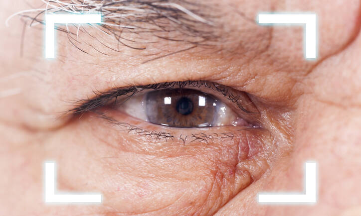 What are the Symptoms and Causes of Cataracts?